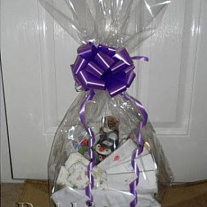 Как се опакова подарък за бейбишауър с целофан