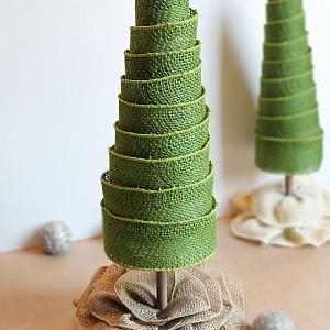 Как се прави декорация за Коледа и Нова година – елха от коледни панделки