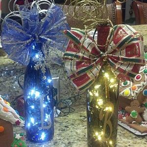 От нищо нещо – идеи за коледна и новогодишна декорация за дома с бутилка от вино