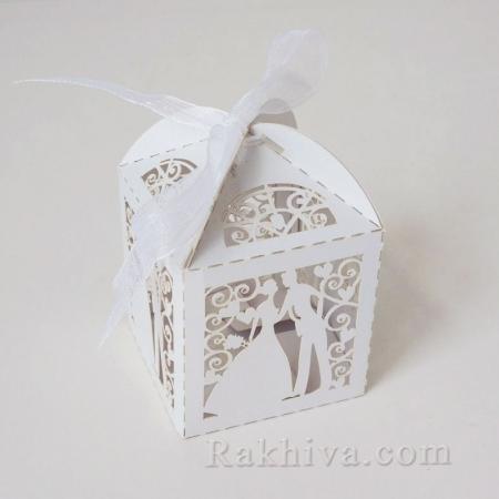 Малки кутийки за подаръчета , младоженци с панделка 1 бр, 50х50х50 мм