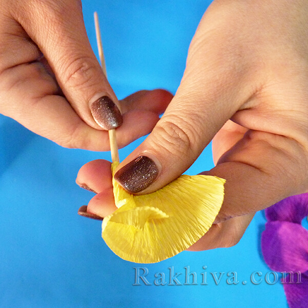 Как се прави цвете от креп хартия-08