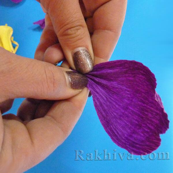 Как се прави цвете от креп хартия-11