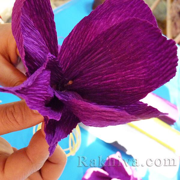 Как се прави цвете от креп хартия-12