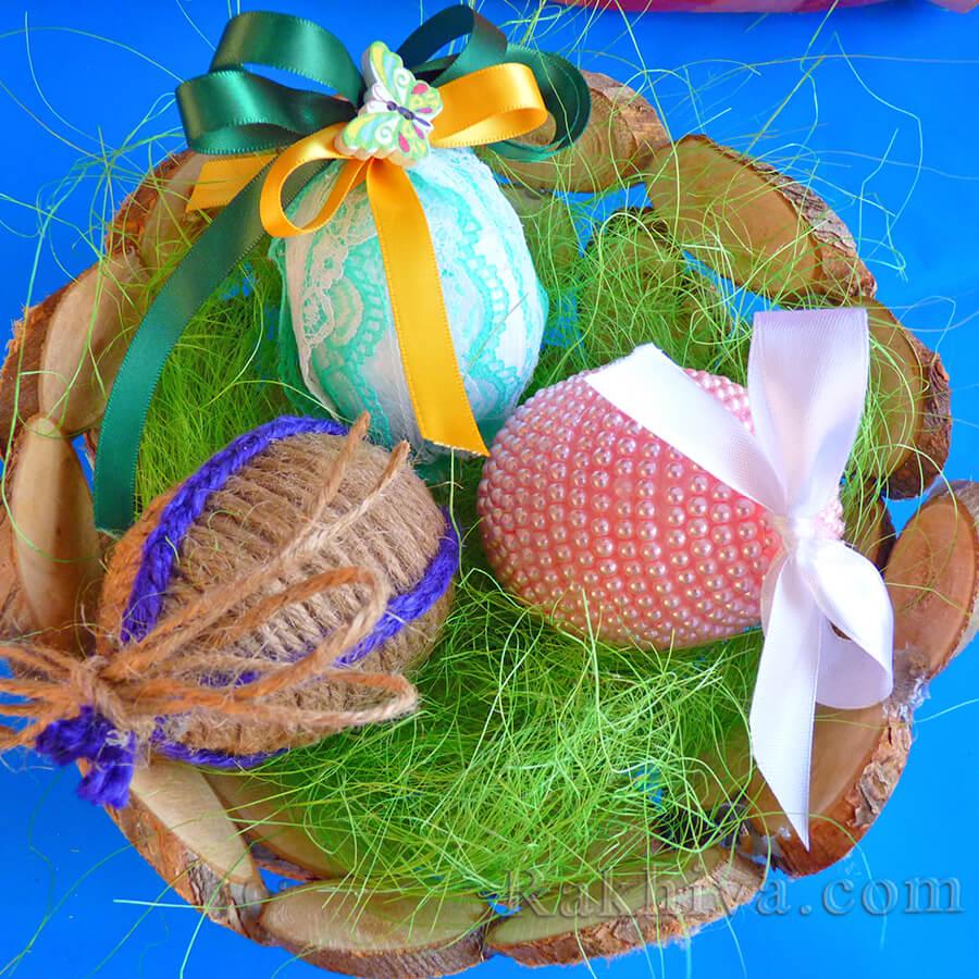 Великденска украса купа от брезови шайби с декоративни яйца