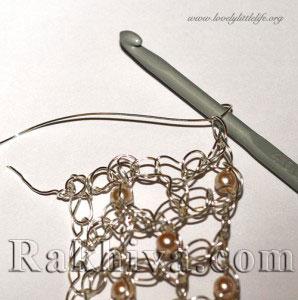 Идея за подарък на жена или как се прави гривна-бижу от цветна тел и перли?
